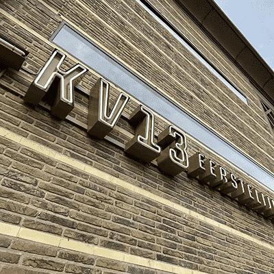 KV13 Eerstelijnshuis buitenreclame
